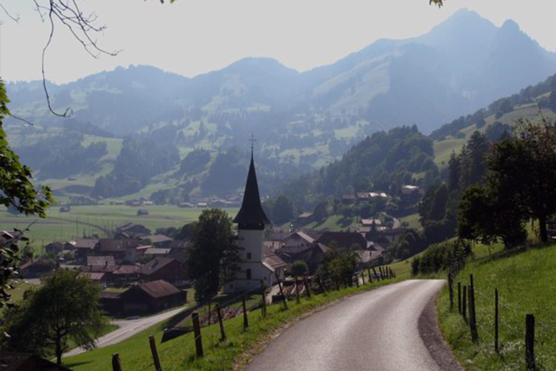 Bild: Kirche Boltigen von oben